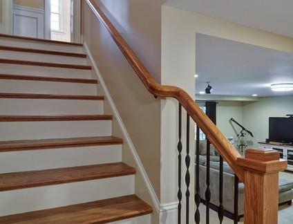 北欧风格复式楼实木楼梯扶手装修设计