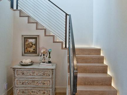 欧式风格时尚跃层转角楼梯铁艺护栏装修效果图