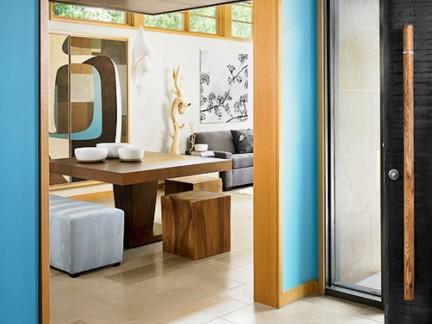 亚洲风格别墅餐厅实木餐桌门套装修设计