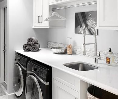 清新美式洗衣房储物柜装修设计