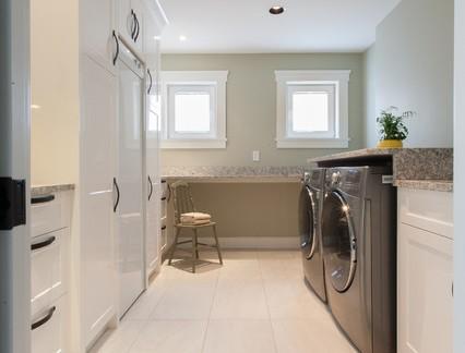 美式别墅大型洗衣房储物柜装修设计