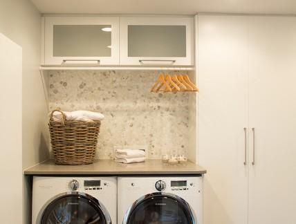 美式风格别墅洗衣房储物柜装修设计