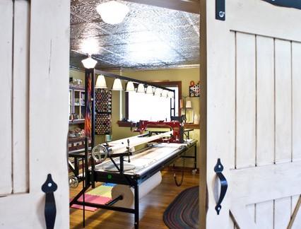 地中海风格别墅地下室实木移门装修设计