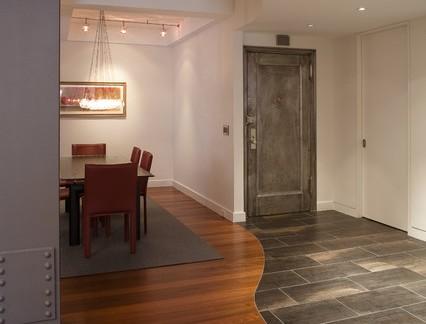 复古风格四居室餐厅仿木地板装修效果图