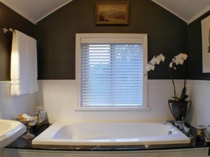 美式风格独栋别墅阁楼淋浴间浴缸图片欣赏
