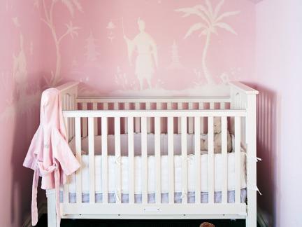 粉色现代阁楼儿童房装修效果图