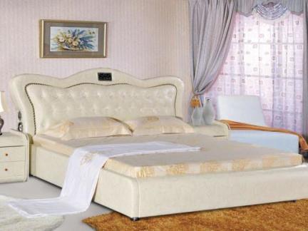 米色欧式风格卧室床头柜装修效果图