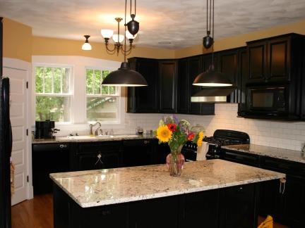 四居室欧式开放式厨房黑色吊灯灯具效果图