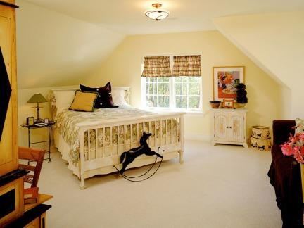 黄色简欧风格大空间卧室床设计