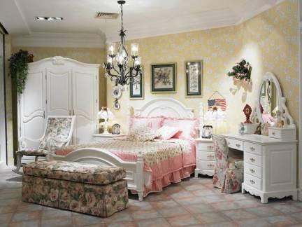 欧式田园风格女生卧室黄色碎花壁纸装修图片