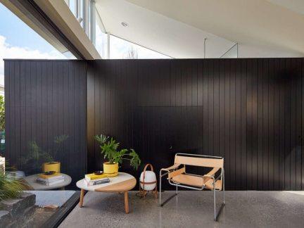 现代风格黑色别墅客厅隔断装修设计
