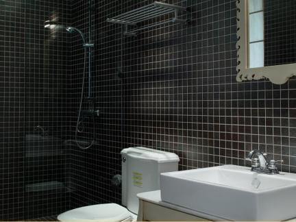 宜家风格三居黑色系淋浴间卫生间效果图