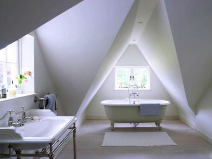 白色欧式风格大卫生间浴缸设计