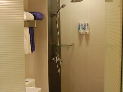 小户型日韩风格米色卫生间淋浴间设计