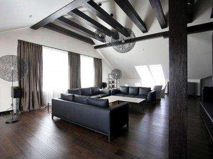 现代风格阁楼黑色休闲室装修效果图