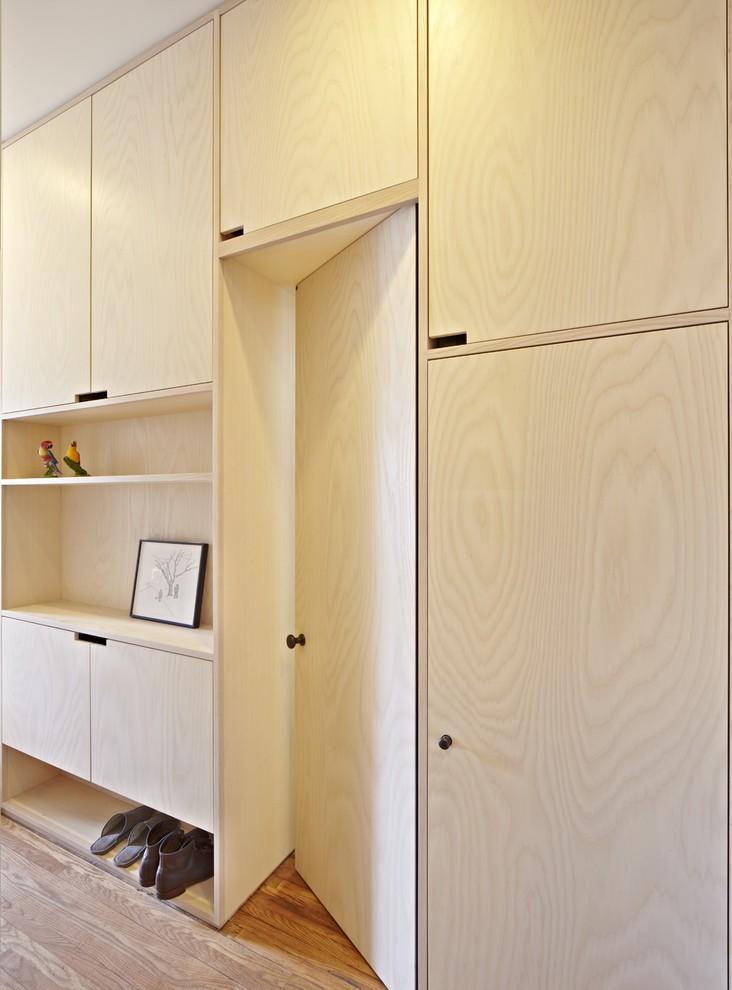 现代简约风格卧室米色隐形门装修效果图