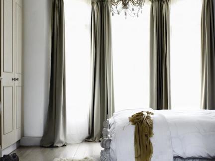 欧式风格白色古典四柱床装修效果图