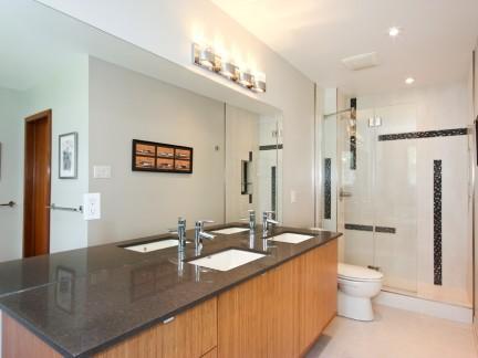 小空间卫生间装修实景图简约风格