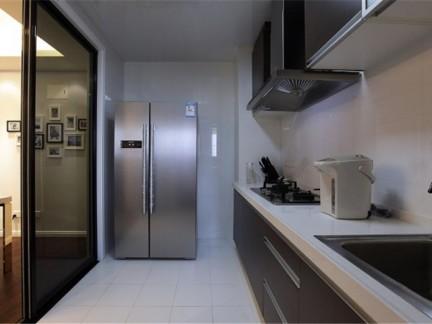 现代简约二居室厨房推拉门装修效果图