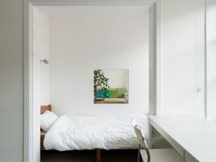 简约风格白色公寓卧室书桌设计效果图