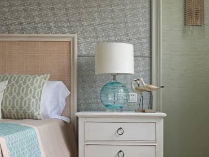 清新美式风格卧室床头柜装修设计