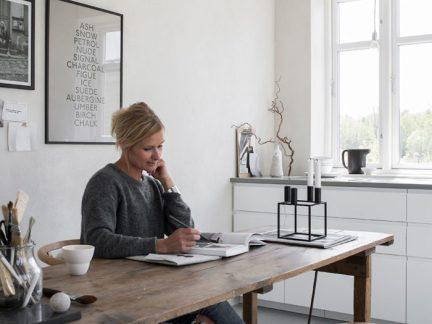 安静清新北欧风格书房原木书桌装修图片