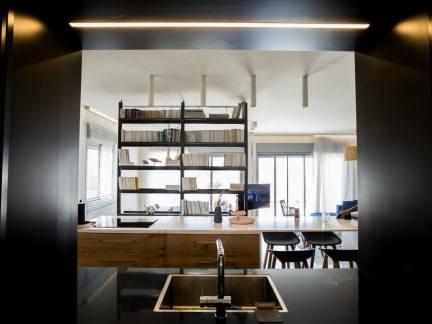 黑色开放式现代风格厨房装修设计