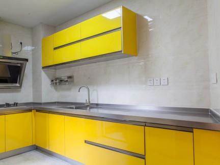 黄色简约风格厨房橱柜装修实景图