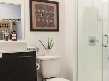 优雅混搭风格卫生间玻璃隔断设计图