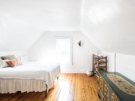 明亮温馨欧式风格阁楼卧室装修图片