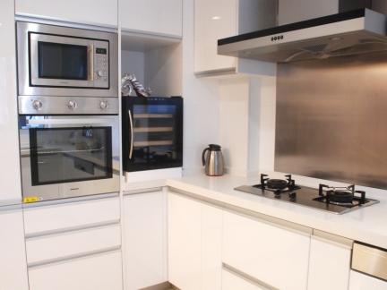 简洁时尚白色简约风格厨房橱柜装修实景图