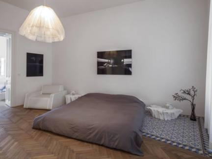 简单干净北欧风格卧室装修实景图