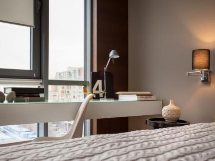 个性空间现代风格卧室书桌装修图片