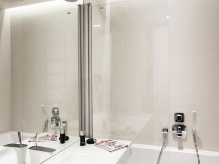 现代简约风格清爽小户型卫生间图片