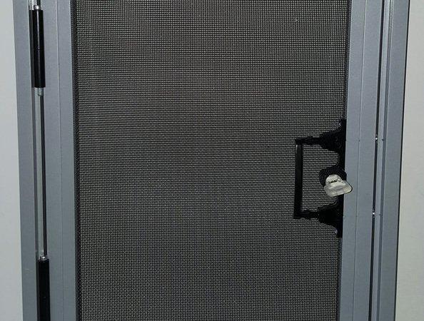 意美达牌可拆洗外装内开金刚纱窗