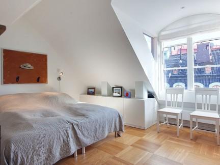 简约风格纯净自然阁楼卧室装修效果图