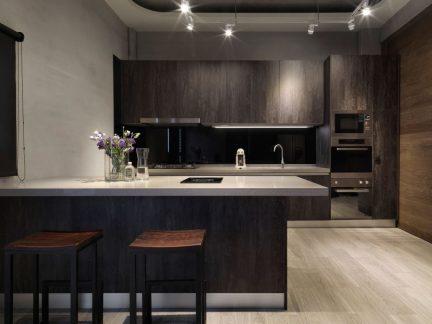 沉稳大气现代风格厨房橱柜装修图片