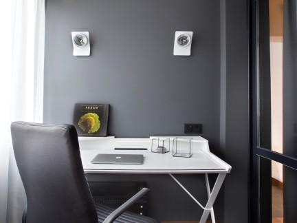 黑色简约风格书房书桌装修实景图