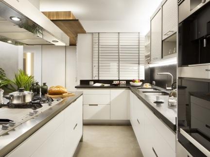 白色现代风格前卫厨房橱柜装修设计