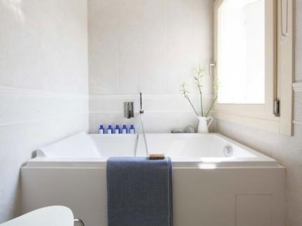 简约风格淡雅卫生间舒适浴缸装修图片