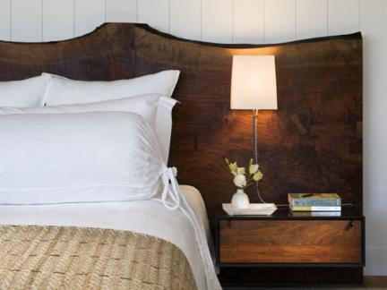 温馨质朴现代风格原木色床头柜效果图