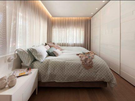 温馨柔和简约风格卧室窗帘装修图片