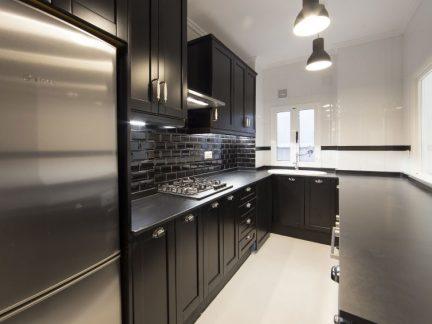 简欧风格稳重黑色系厨房装修图片