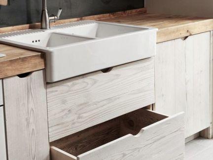 新中式别墅卫生间原木色洗手台装修设计