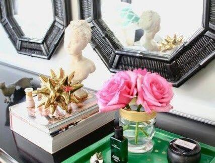 欧式风格卧室设计配黑色梳妆台装修效果图