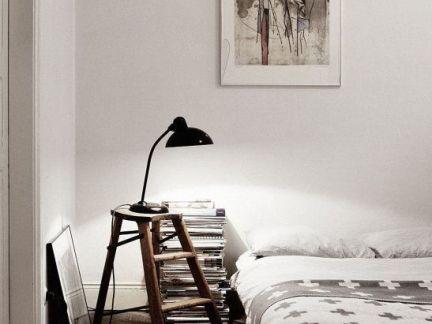 简单的现代风格卧室个性的原木色茶几和黑色灯具效果图