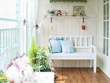 简欧风格阳台装修设计配白色沙发装修效果图