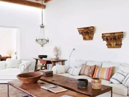 日韩木屋客厅横木吊顶装修设计