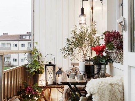 简欧风格阳台设计配白色壁纸装修效果图