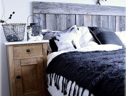 创意设计风格卧室木质床头柜实景图
